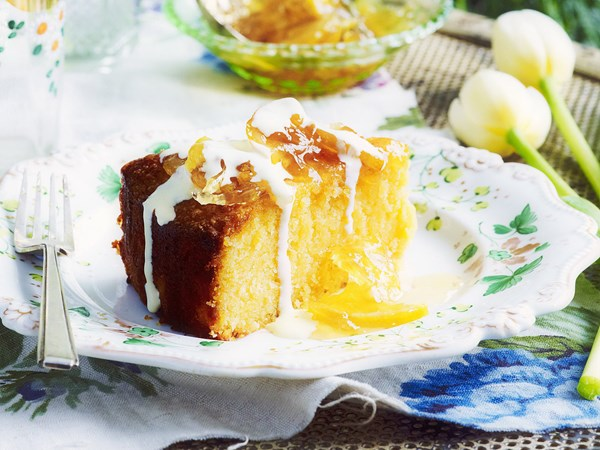 Lemon polenta cake with lemon compote