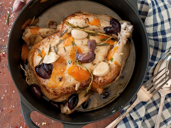 Pot-roasted chicken with black olives