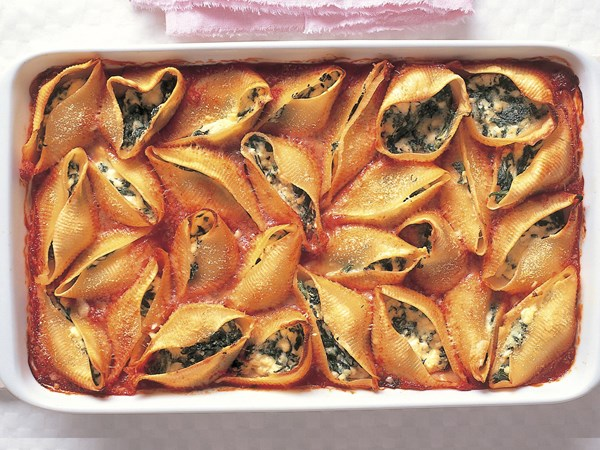 Ricotta and spinach pasta shells