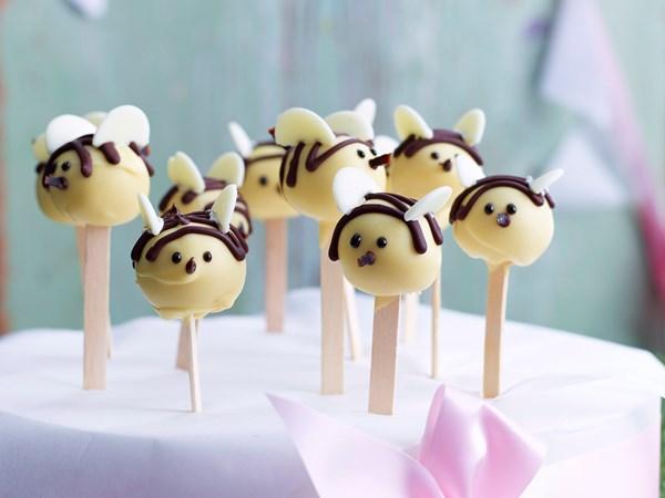 Buzzing bee cake-pops