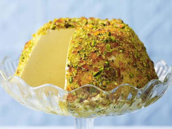 Burnt brown sugar ice-cream with pistachio praline