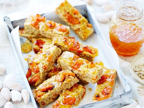 Apricot and almond muesli slice