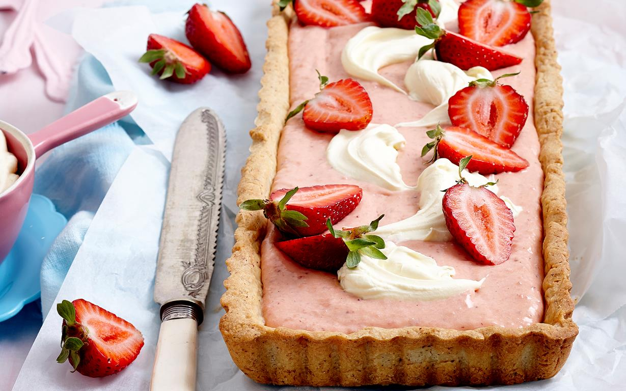 Strawberries and cream tart with almond crust recipe | FOOD TO LOVE
