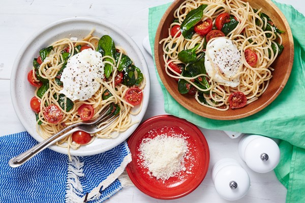 Pasta with poached egg and spinach