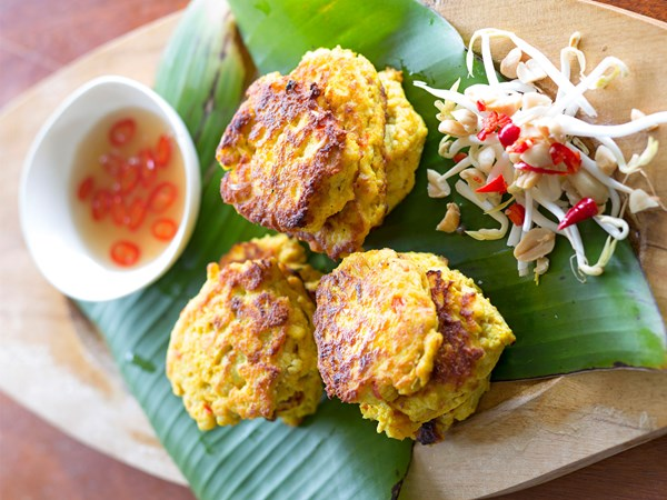 Tofu fritters with chilli and lime dipping sauce