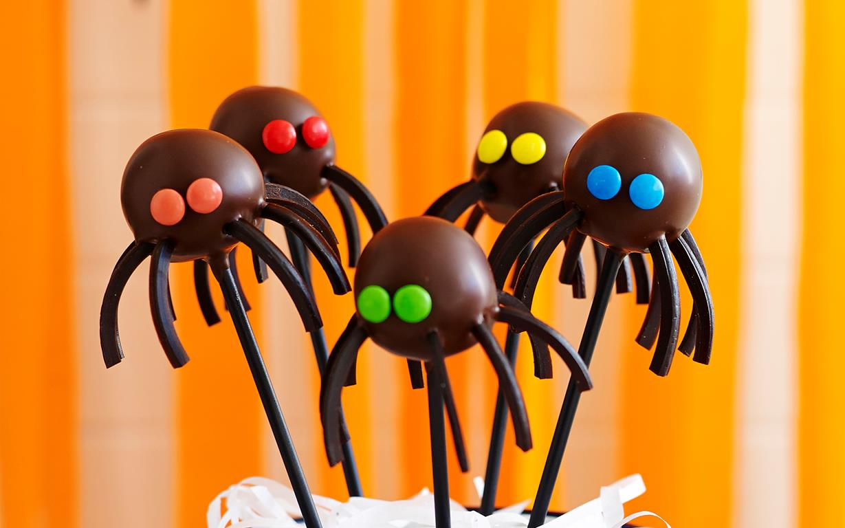 Halloween black spider cake pops recipe | Food To Love
