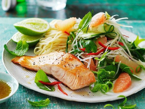 Salmon with green papaya and pink grapefruit salad