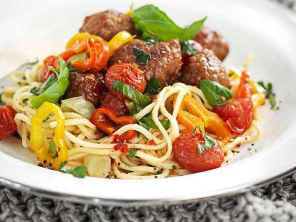 Meatball spaghetti salad