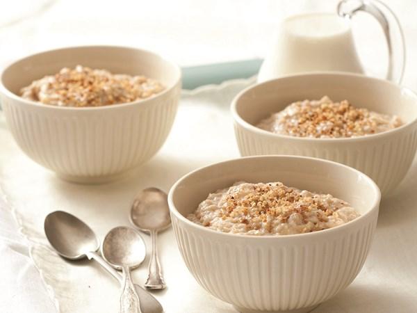 Creamy apple and cinnamon quinoa porridge