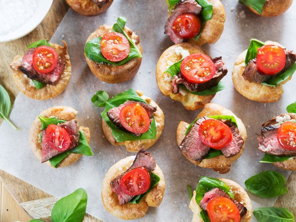 Mini Yorkshire puddings with beef, basil & tomato