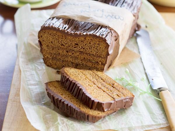 Honey and marmalade cake