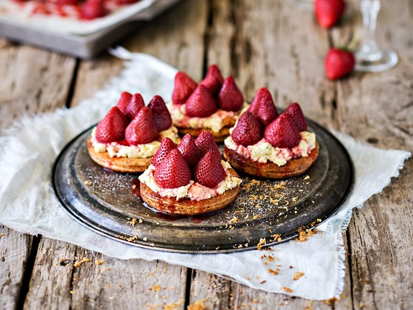 Roasted strawberry tarts with cannoli cream
