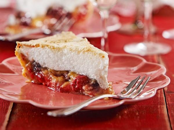 Rhubarb berry meringue pie