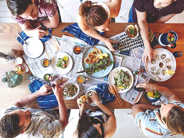 New study shows eating the same food creates trust in strangers