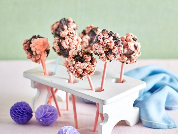 Cookie marshmallow popcorn pops