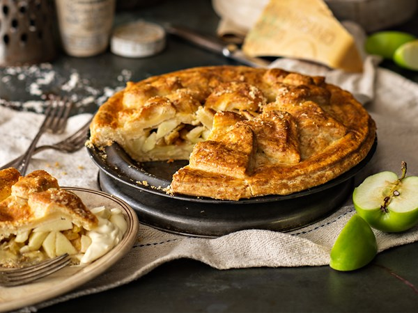 Apple pie with parmesan pastry