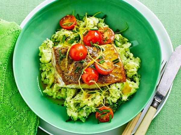 Pan-fried fish with broccoli mash