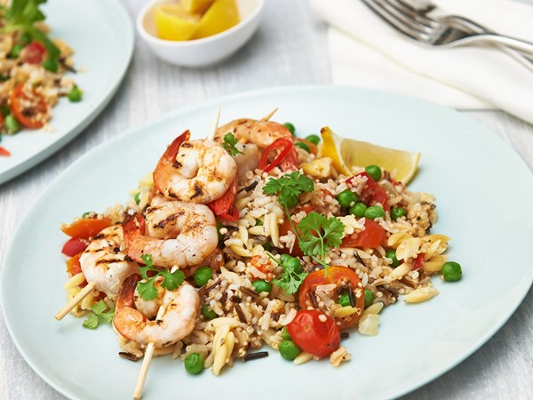 Prawn skewers with quinoa and brown rice
