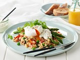 Quinoa with brown rice, poached egg and asparagus