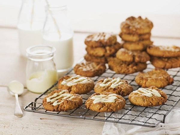 Date and walnut oat cookies