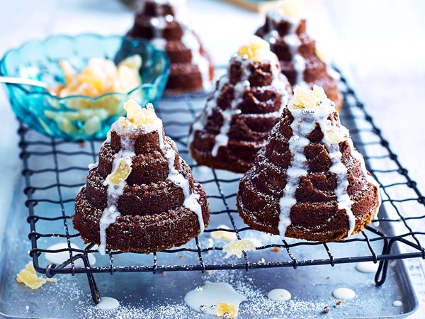 Little ginger cakes with lemon drizzle