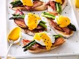 Sourdough, ham, poached eggs and easy hollandaise