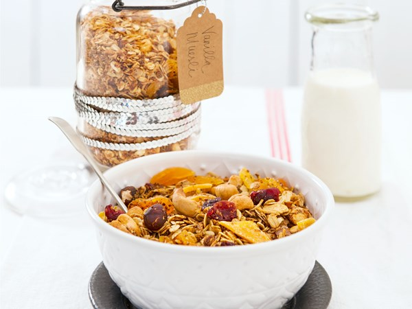 Luxury vanilla and malt toasted muesli