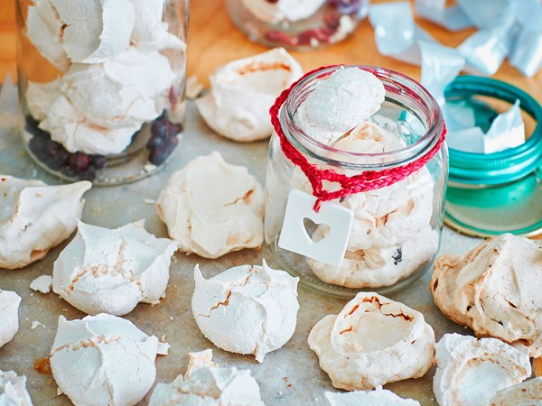 Spiced cranberry meringues