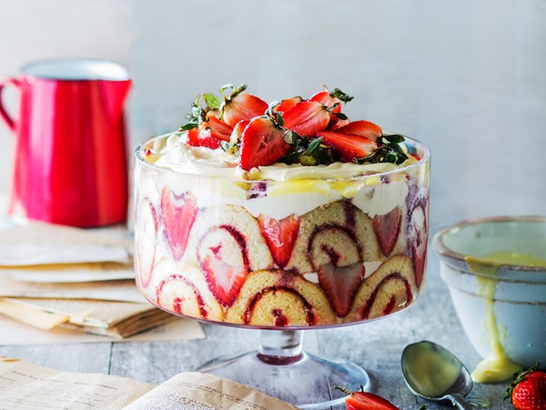 Easy summer strawberry trifle