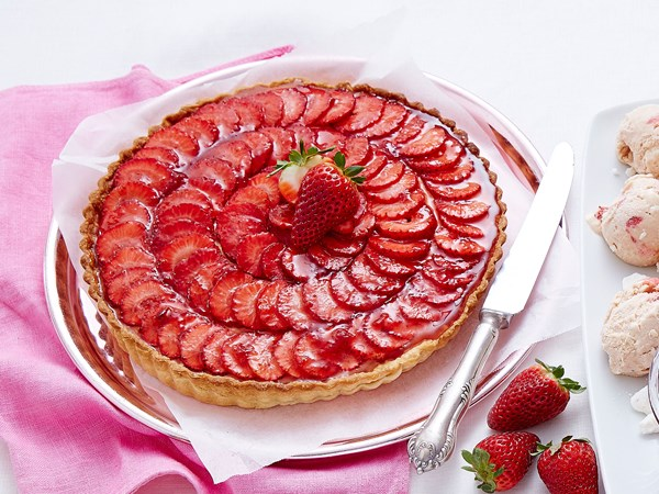 Strawberry and crème pâtissière tart