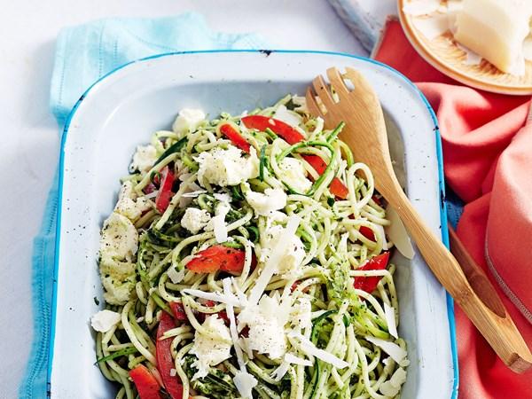 Pesto, zucchini and spaghetti salad