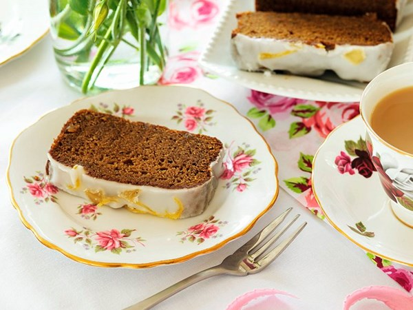 Sticky gingerbread loaves with lemon drizzle
