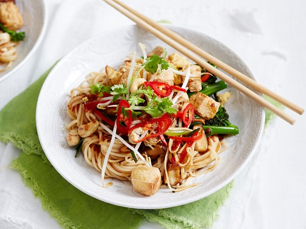 Vegetarian egg noodle pad thai