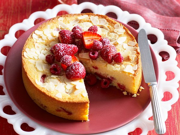 Semolina berry cake