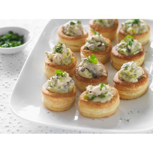 Mini chicken and mushroom vol au vents recipe food to love for Mini canape cases