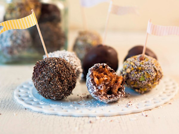 Dark chocolate chia energy balls