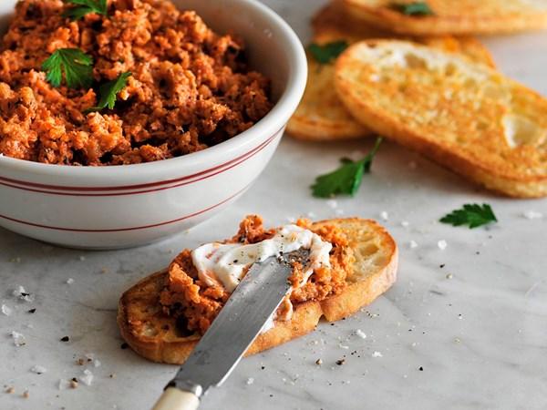 Crunchy sun-dried tomato dip