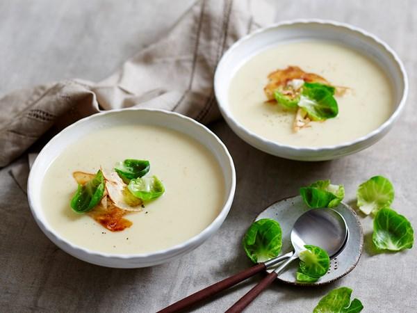 Cauliflower and Jerusalem artichoke soup