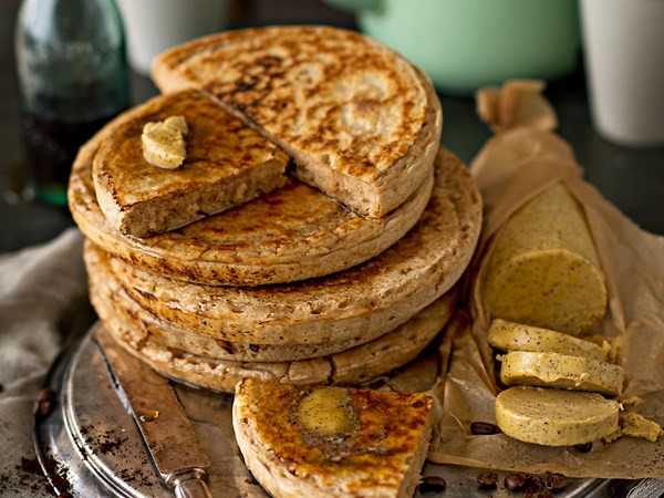 Big cinnamon pan crumpets with espresso butter