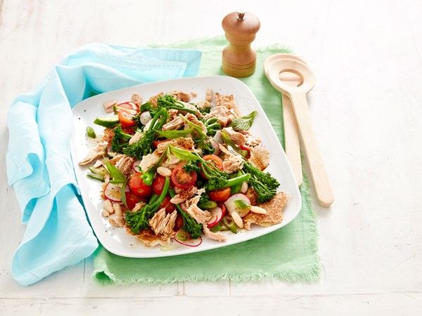Fast fattoush salad with tuna and broccolini