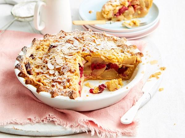 Winter fruit crumble pie
