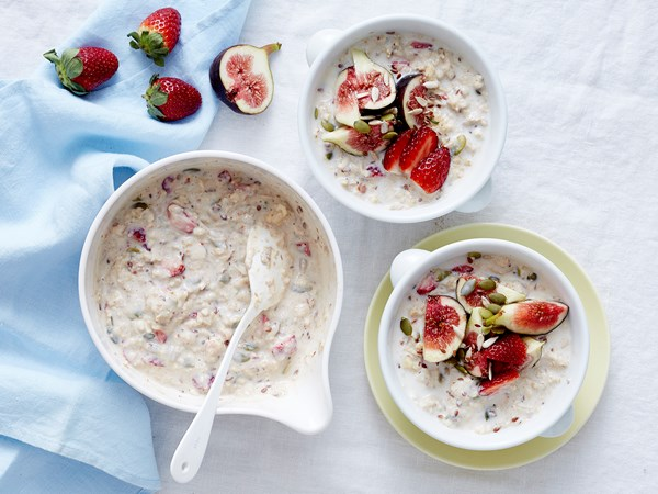 Strawberry, fig and super seed oats