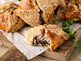 Little sausage pork and spinach pies