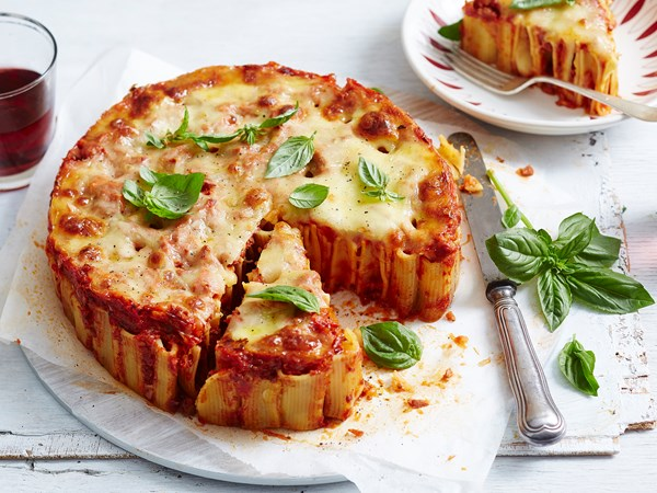 "Spicy chorizo pizza rigatoni ""cake"""