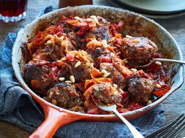 Middle Eastern meatballs in tomato sauce