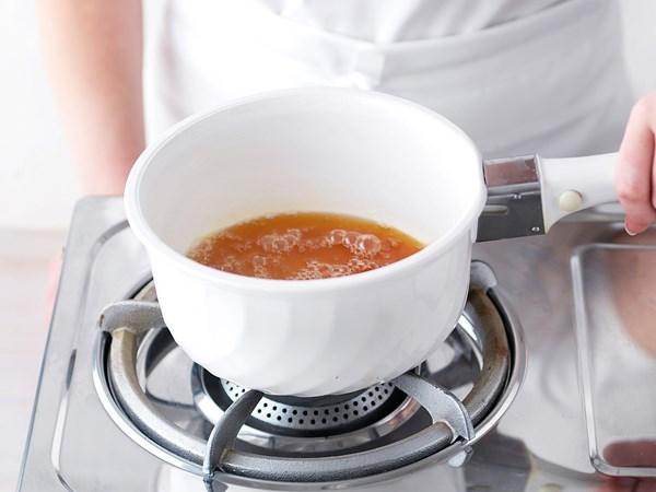 How to make sugar syrup and caramel