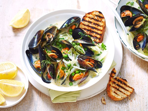 Mussels in herby white wine and cream sauce