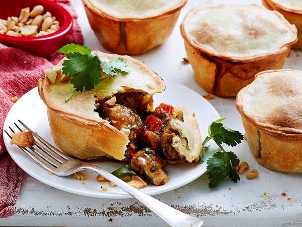 Easy chicken satay pies