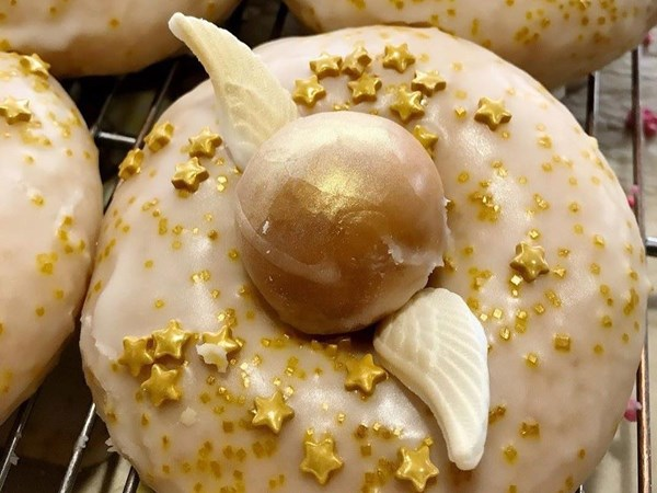 These Harry Potter-themed doughnuts are topped with a Golden Snitch