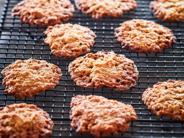 Mum's almond crisp biscuits